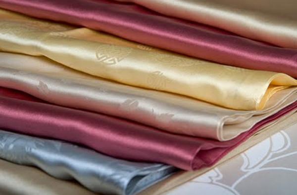 Cách ủi Quần áo lụa tơ tằm
